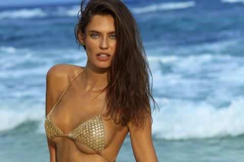 "Bianca Balti : Une ""débutante"" ultrasexy pour Sports Illustrated Swimsuit !"