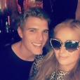 Paris Hilton fête son 36e anniversaire dans un club de Manhattan avec un charmant jeune homme. Photo publiée sur Snapchat le 16 février 2017.
