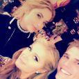 Paris Hilton fête son 36e anniversaire dans un club de Manhattan avec sa soeur Nicky Hilton, sa copine Ashley Benson et un charmant jeune homme. Photo publiée sur Snapchat le 16 février 2017.