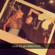 Paris Hilton fête son 36e anniversaire dans un club de Manhattan avec sa copine Ashley Benso. Photo publiée sur Snapchat le 16 février 2017.