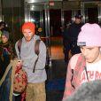 David et Victoria Beckham arrivent à l'aéroport JFK avec leurs enfants Harper, Romeo, Cruz et Brooklyn pour partir au Canada, le 13 février 2017
