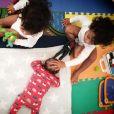 Zoe Saldana révèle être devenue maman pour la première fois en partageant cet adorable cliché de ses enfants sur son compte Instagram, samedi 18 février. L'actrice américaine et son mari, Marco Perego, sont déjà les parents des jumeaux Cy et Bowie (2 ans). Leur nouveau fils s'appelle Zen.