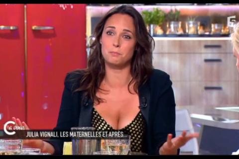 """Julia Vignali regrette son décolleté XXL """"pas très élégant"""" dans C à vous"""