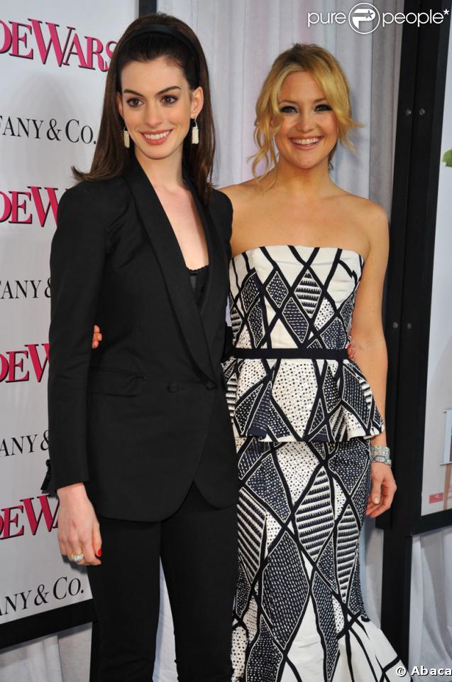 """Anne Hathaway et Kate Hudson rayonnantes à la Première du film """"Bride Wars"""" à new-York"""