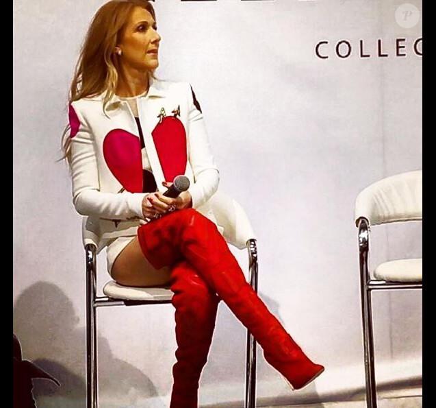 Law Roach, le nouveau styliste de Céline Dion, a partagé une photo de la chanteuse présentant sa collection pour Bugatti à Las Vegas le 21 février 2017.