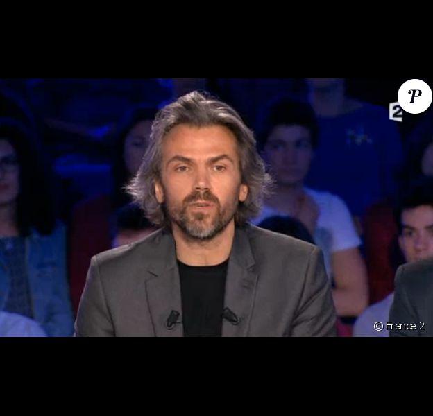 Aymeric Caron, au moment de ses adieux à On n'est pas couché, le samedi 27 juin 2015 sur France 2.