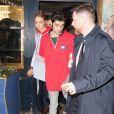 Gigi Hadid avec son compagnon Zayn Malik et sa soeur Bella Hadid quittent le restaurant Laperouse après la soirée Hilfiger à Paris le 28 février 2017.