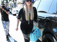 """Khloé Kardashian topless pour se faire enlever son """"tatouage de traînée"""""""