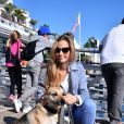 Exclusif - Beatrice Borromeo avec Uma, la mascotte de l'équipage du GC32 Malizia, après la conférence que son mari Pierre Casiraghi, skipper du GC32 Malizia, a donné devant les jeunes régatiers de la section sportive du Yacht Club de Monaco à Monaco le 19 octobre 2016.