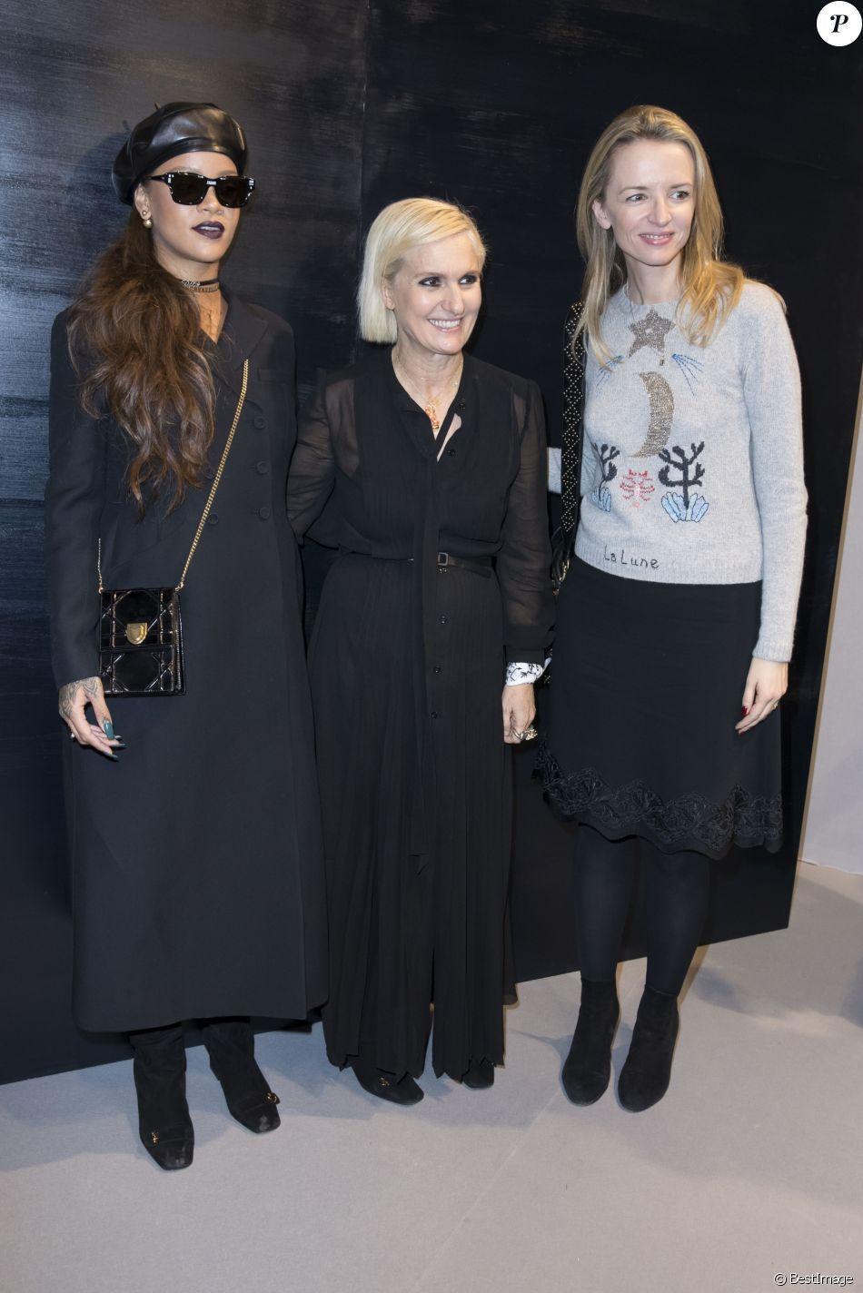 """Rihanna, Maria Grazia Chiuri et Delphine Arnault au backstage du défilé de mode prêt-à-porter Automne-Hiver 2017-2018 """"Christian Dior"""" à Paris le 3 mars 2017. © Olivier Borde / Bestimage"""