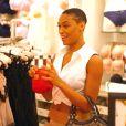 Montana Fishburne, la fille de Laurence Fishburne, fait du shopping chez Victoria's Secret avec son petit ami à Los Angeles, le 28 mai 2013.