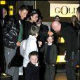 Stefano Gabbana, Victoria Beckham, Domenico Dolce et les trois petits Beckham.
