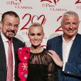 Laeticia Hallyday, récompensée, prend la pose à la soirée Clarins le 14 mars 2017 à Paris