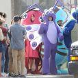 Adam Levine et le groupe Maroon 5 déguisés en insectes pour le tournage d'un clip vidéo à Los Angeles, le 27 août 2016.