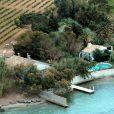 Archives - Vue aérienne de la maison de Brigitte Bardot, La Madrague, à Saint-Tropez. Le 15 juillet 2001