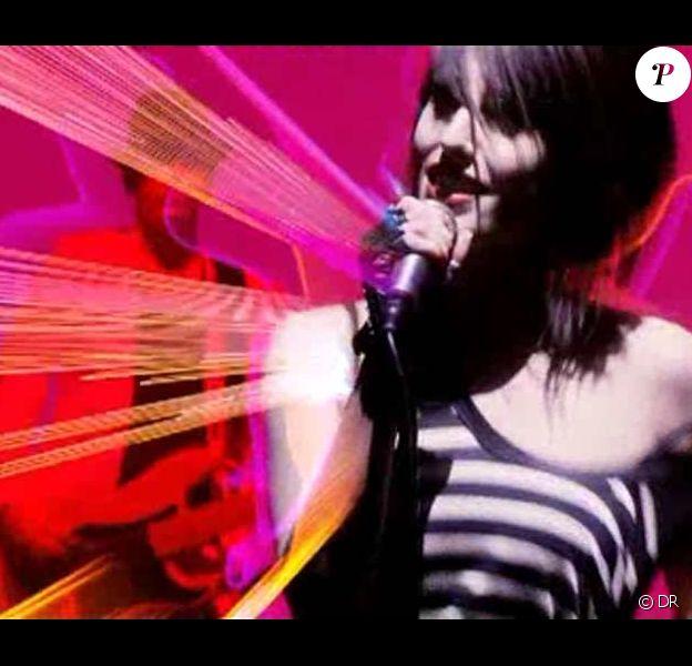 Jennifer Ayache dans le clip d'Addictions