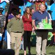 "Sofia Vergara et Ed O'Neill sur le tournage de la serie ""Modern Family"" a Culver City, le 16 octobre 2013."