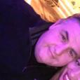Pierre Ménès pose avec sa compagne Mélissa sur Facebook en novembre 2015.
