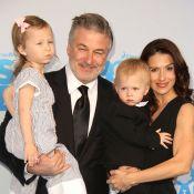 """Alec Baldwin : Sa fille Carmen et son """"Baby Boss"""" Rafael lui volent la vedette"""