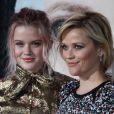 Ava Elizabeth Phillippe et sa mère Reese Witherspoon à la première de la série 'Big Little Lies' au théâtre Chinois à Hollywood, le 7 février 2017