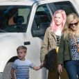 Reese Witherspoon se promène avec son fils Tennessee James Toth et sa fille Ava Elizabeth Phillippe. Los Angeles, le 28 janvier 2017.