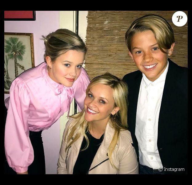 Reese Witherspoon entourée de ses enfants Ava (17 ans) et Deacon (13 ans) pour son anniversaire le 22 mars 2017