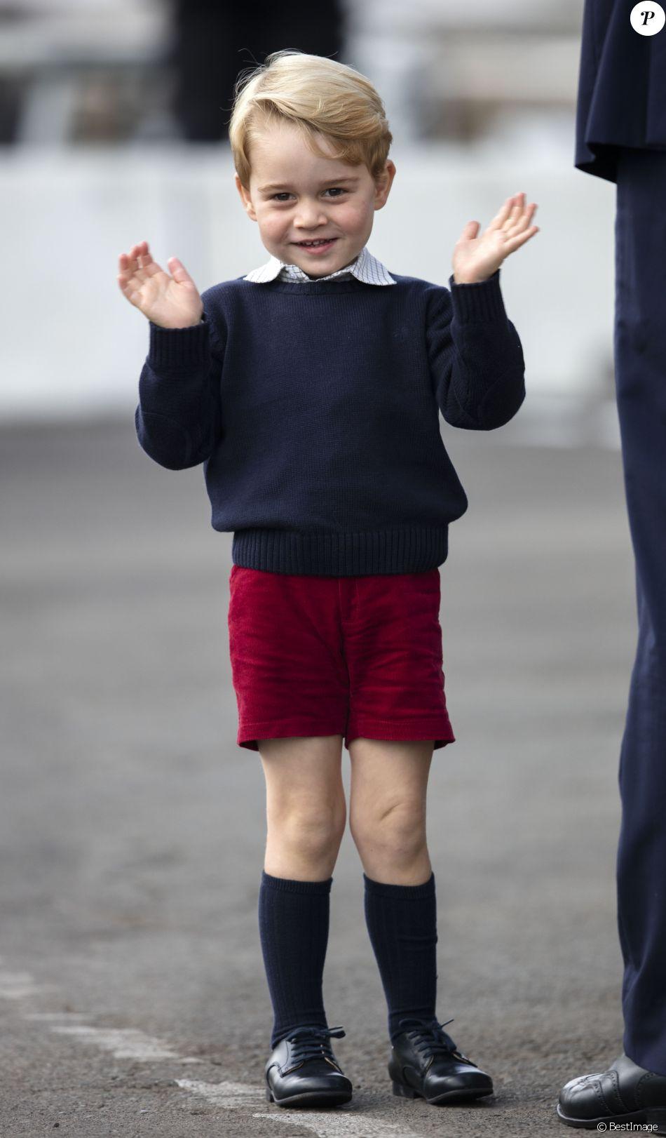 Le prince George de Cambridge lors du départ de sa famille du Canada, le 1er octobre 2016 à Victoria, après leur visite officielle.