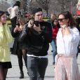 Victoria Beckham, son fils Brooklyn (le bras gauche en écharpe) et Sonia Ben Ammar à la sortie du Louvre à Paris. Le 11 mars 2017