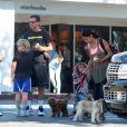 Exclusif - Gavin Rossdale emmène ses enfants Kingston, Zuma et Apollo manger une glace à Los Angeles, le 2 octobre 2016