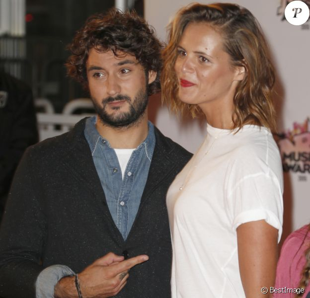 Laure Manaudou et son compagnon Jérémy Frérot - Arrivées à la 17ème cérémonie des NRJ Music Awards 2015 au Palais des Festivals à Cannes, le 7 novembre 2015. © Christophe Aubert via Bestimage
