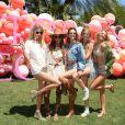 Romee Strijd, Jasmine Tookes, Alessandra Ambrosio, Josephine Skriver et Martha Hunt à l'Angel Oasis de Victoria's Secret, en marge du festival de Coachella. Palm Springs, le 14 avril 2017.