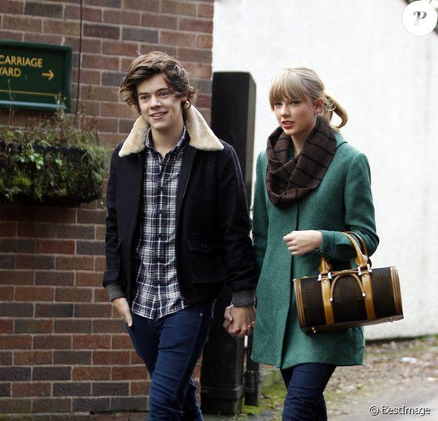 Exclusif - Taylor Swift et Harry Styles vont dejeuner en amoureux pour les 23 ans de la chanteuse, a Cheshire, le 13 decembre 2012.