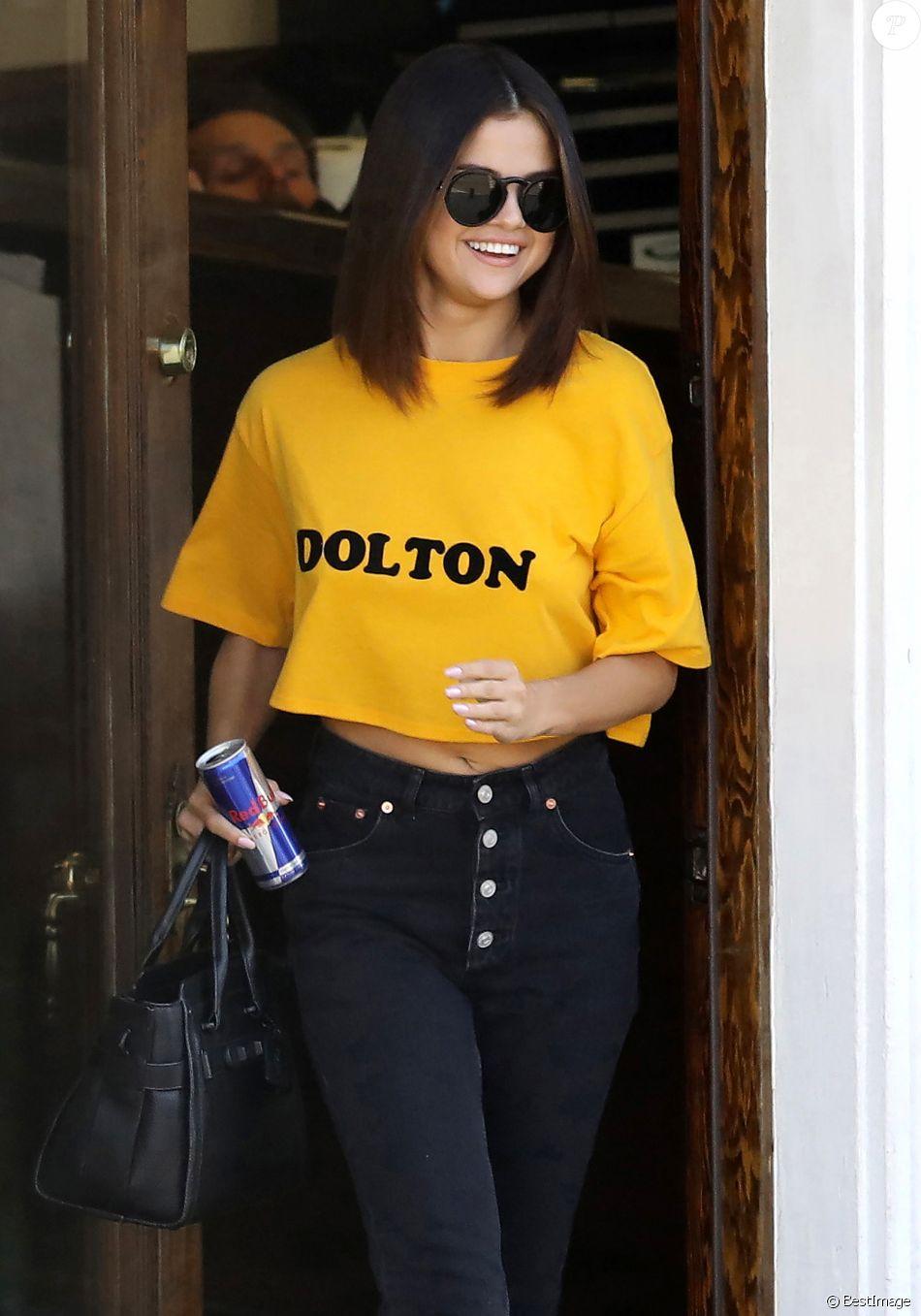 Exclusif - Selena Gomez à la sortie du salon de tatouage Shamrock Tattoo à West Hollywood. 09/04/2017 - Los Angeles