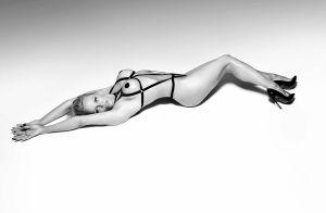 Pamela Anderson à moitié nue à 49 ans : La bombe n'a rien perdu de sa superbe