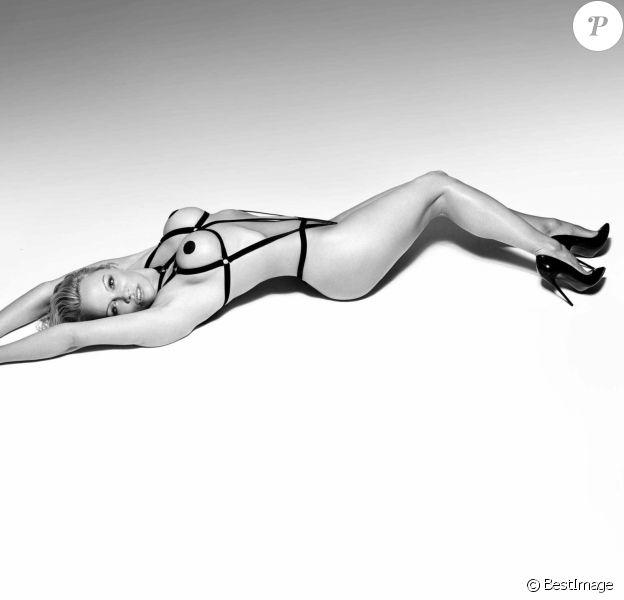 Pamela Anderson pose pour la campagne pour la marque britannique de lingerie sexy et de cadeaux coquins Coco de Mer à Londres, Royaume Uni, en Avril 2017.