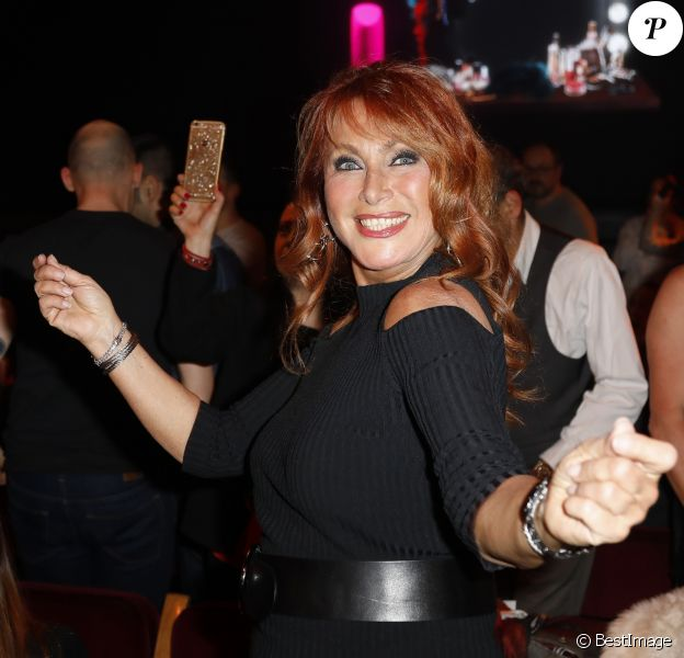 """Exclusif - Julie Pietri - Les Stars 80 assistent au spectacle """"Priscilla Folle du désert"""" au Casino de Paris le 21 avril 2017. © Marc Ausset- Lacroix / Bestimage"""