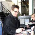 """Jim Carrey, actuellement à l'affiche de """"Yes Man"""", signe quelques autographes au Festival de Sundance."""