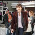 La classe incarnée... même dans une station de sport d'hiver, Ashton Kutcher reste d'une élégance rare ! Merci Demi d'avoir transformer l'ado geek en gravure de mode !