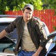 Exclusif - Ashton Kutcher sort de sa voiture dans les rues de Studio City, le 19 avril 2017