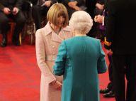 Anna Wintour : Dame Commandeur souriante devant la reine Elizabeth II