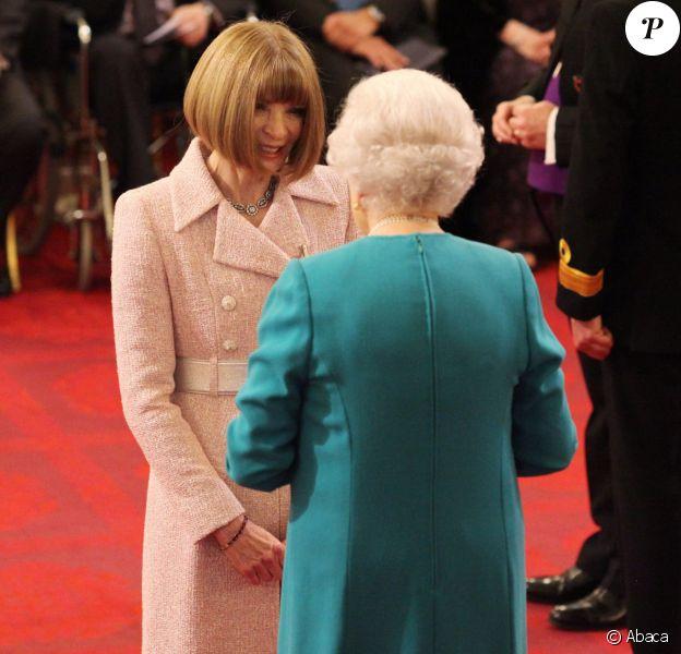Anna Wintour a reçu la médaille de Chevalier - Dame commandeur lors d'une cérémonie d'investiture au palais de Buckingham à Londres le 5 mai 2017.