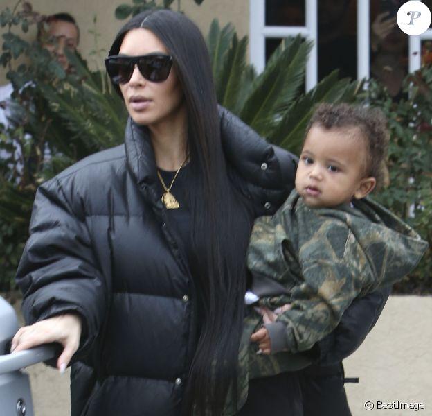 Kim Kardashian et son fils Saint - Les Kardashians déjeunent en famille au restaurant Something's Fishy à Woodland Hills, le 19 février 2017