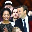 Emmanuel Macron et Emma (fille de L. Auzière) - Le président-élu, Emmanuel Macron, prononce son discours devant la pyramide au musée du Louvre à Paris, après sa victoire lors du deuxième tour de l'élection présidentielle le 7 mai 2017.