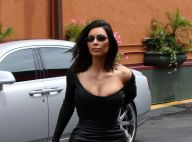 Kim Kardashian : Moulée à outrance dans une micro-robe, sans soutien-gorge