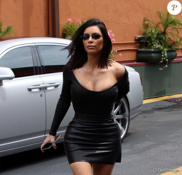 Kim Kardashian est allée déjeuner au restaurant Chin Chin avec son meilleur ami Jonathan Cheban et sa soeur Kourtney Kardashian à Los Angeles, le 8 mai 2017.