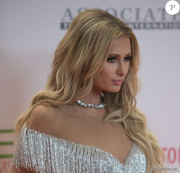 "Paris Hilton lors de la 24ème soirée annuelle ""Race To Erase MS"" à l'hôtel Beverly Hilton de Los Angeles, Californie, Etats-Unis, le 5 mai 2017. © Prensa Internacional/Zuma Press/Bestimage"