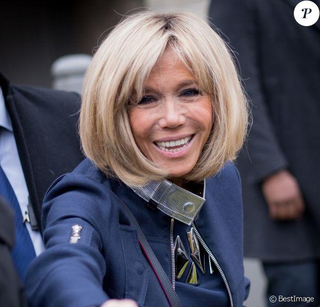 Emmanuel Macron et sa femme Brigitte (Trogneux) quittent leur domicile au Touquet pour aller voter pour le deuxième tour de l'élection présidentielle. Le 7 mai 2017