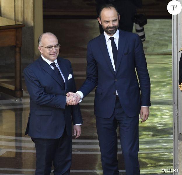Passation de pouvoir entre Bernard Cazeneuve et Edouard Philippe, à Matignon, à Paris, le 15 mai 2017
