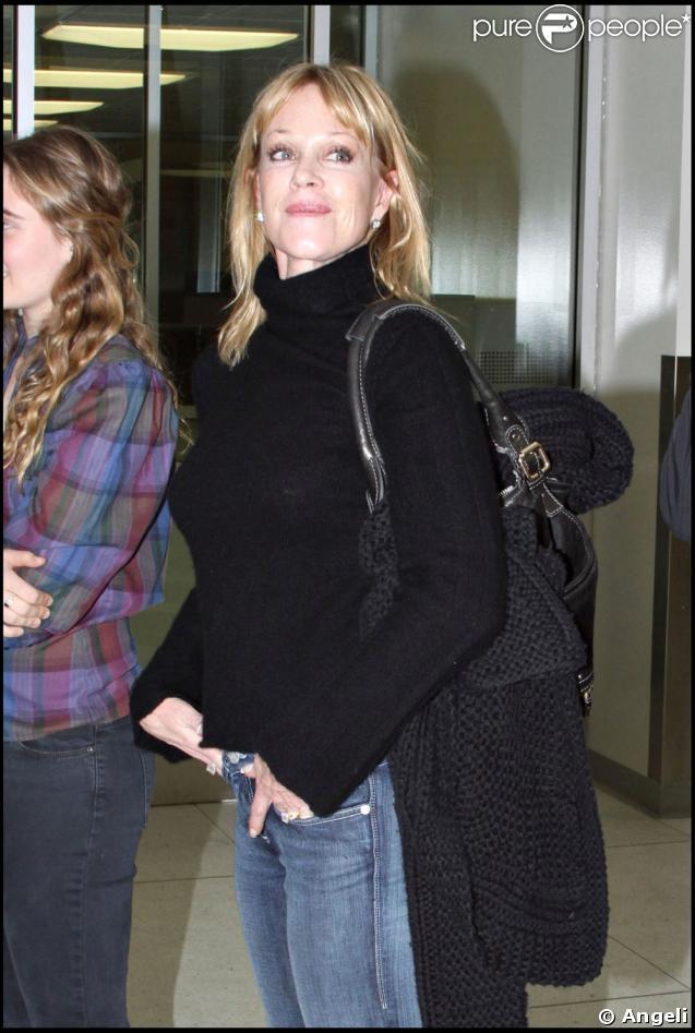 Melanie Griffith et sa fille Stella à l'aéroport de Lax