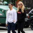 """""""Joe Jonas et sa compagne Sophie Turner vont boire un verre à New York, le 9 mai 2017."""""""